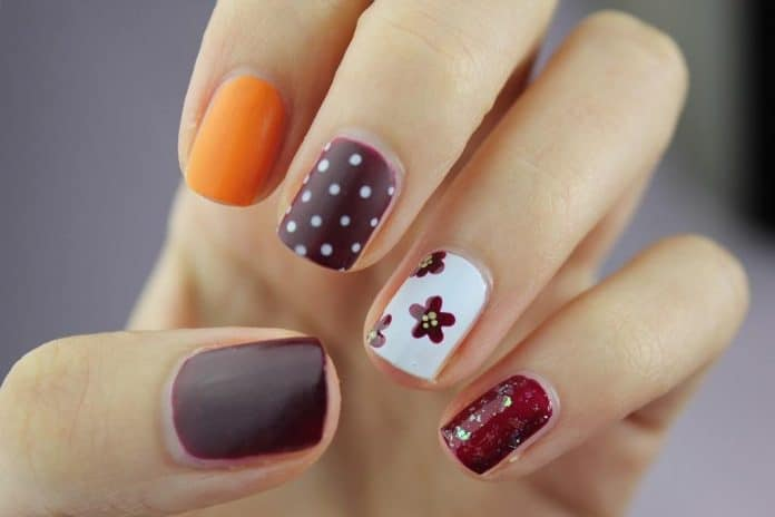 dotted manicure nails
