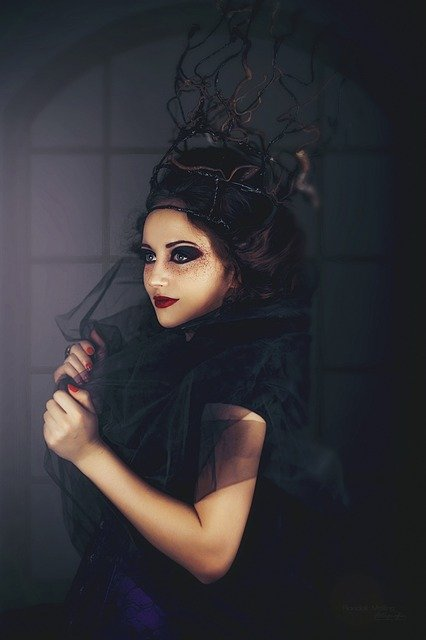 How to do gothic makeup