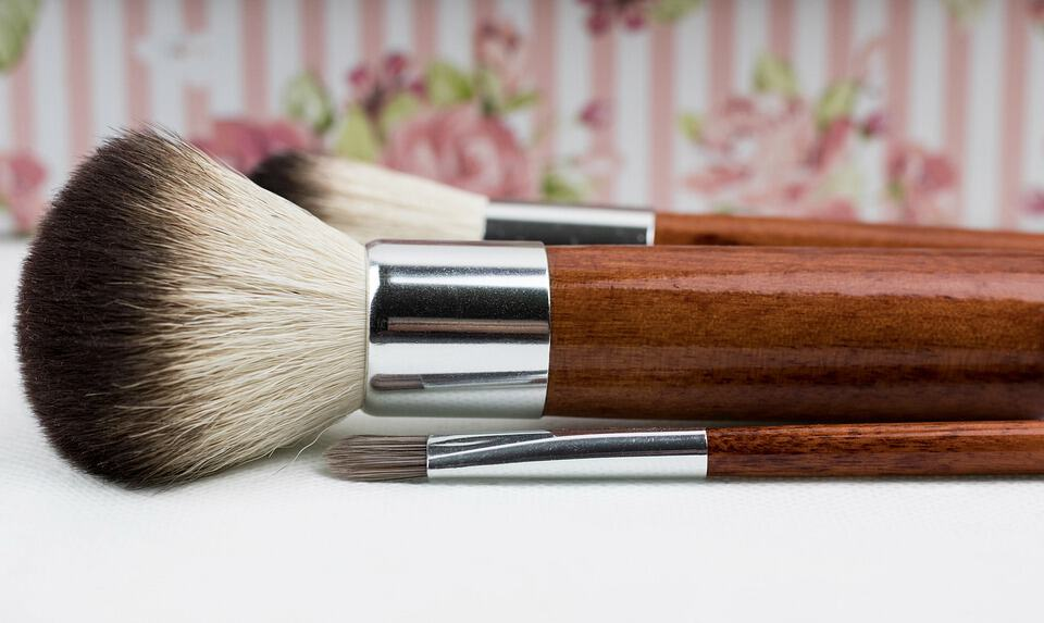 Powder brush makeup